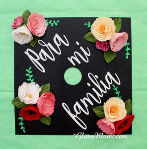 Graduation Cap Topper Para Mi Familia with glitter and flowers