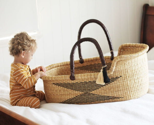 'Arrow' Moses Basket - (mattress included)