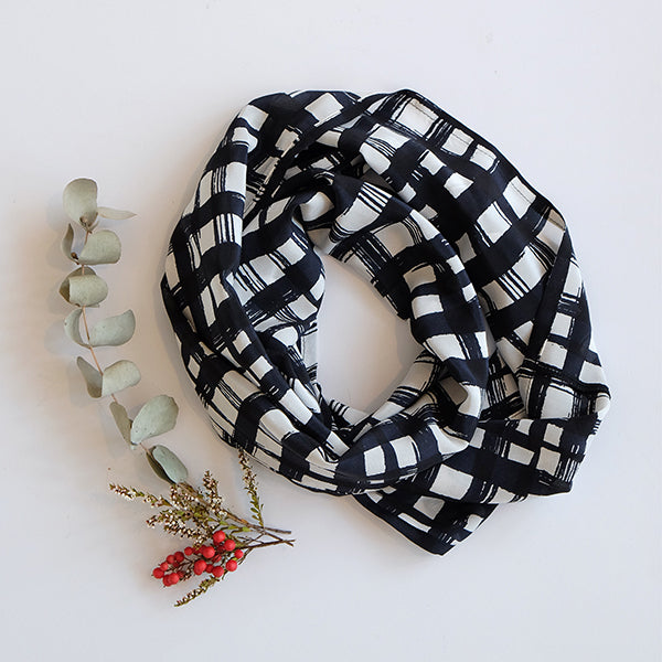 EDITION- Black and White Scarf