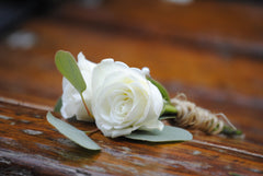 Sweetheart DIY wedding flowers boutonniere
