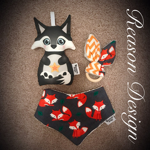 FOX Gift Set Rattle, bib & teether