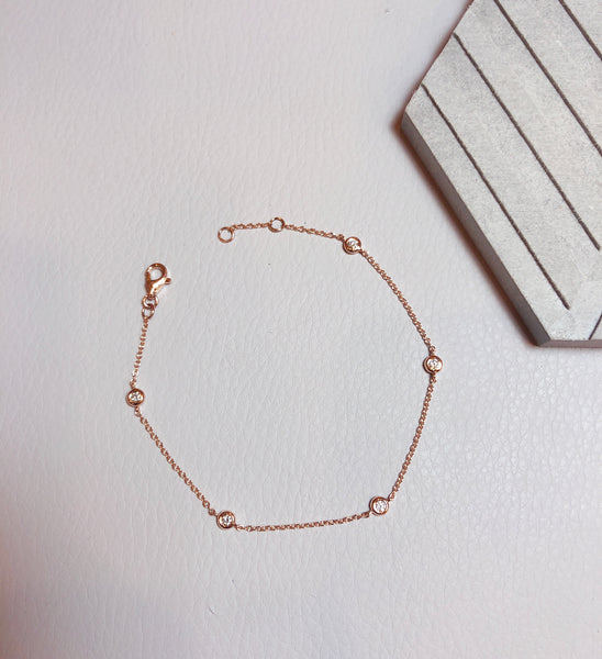 Cute minimal diamond bracelet