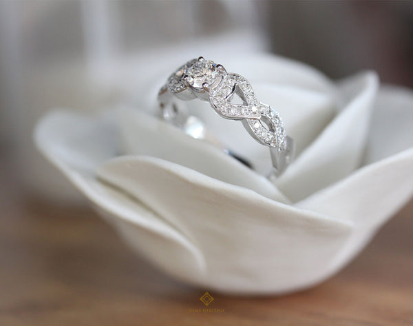Diamond ring with curve sides