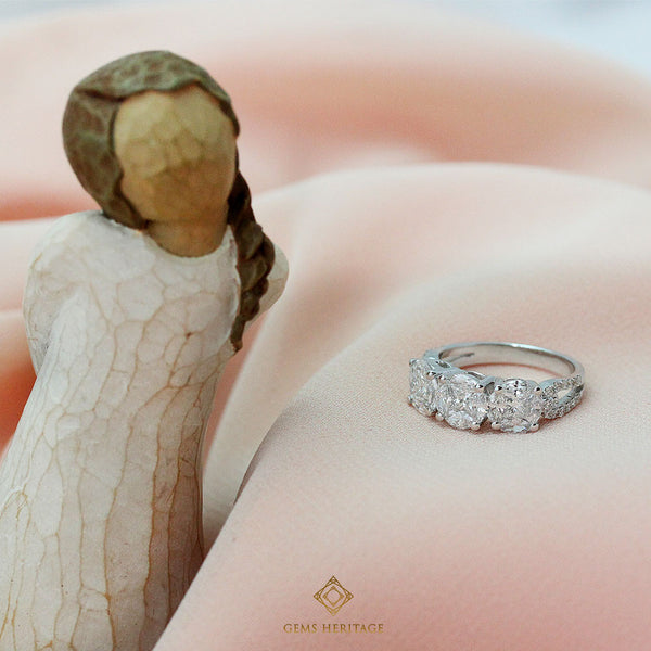 Three illusion setting diamond ring