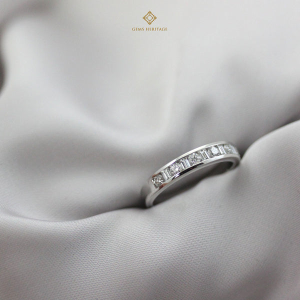 The alternate round and baguette band diamond ring