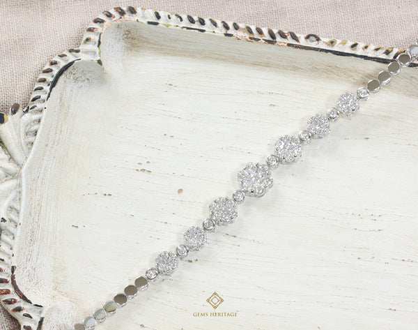 Gradient size illusion diamond bracelet