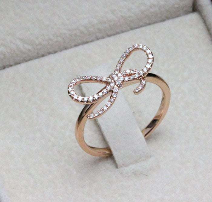 Ribbon diamond ring