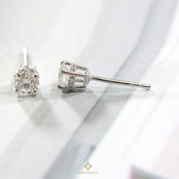 Simple Diamond stud earrings
