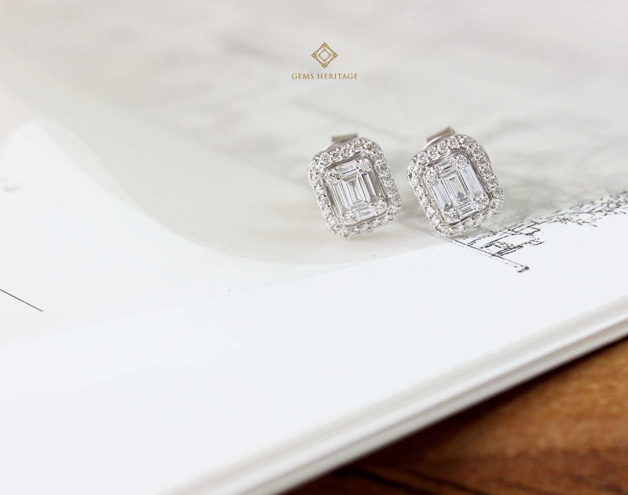 Emerald cut illusion setting diamond earrings (S size)