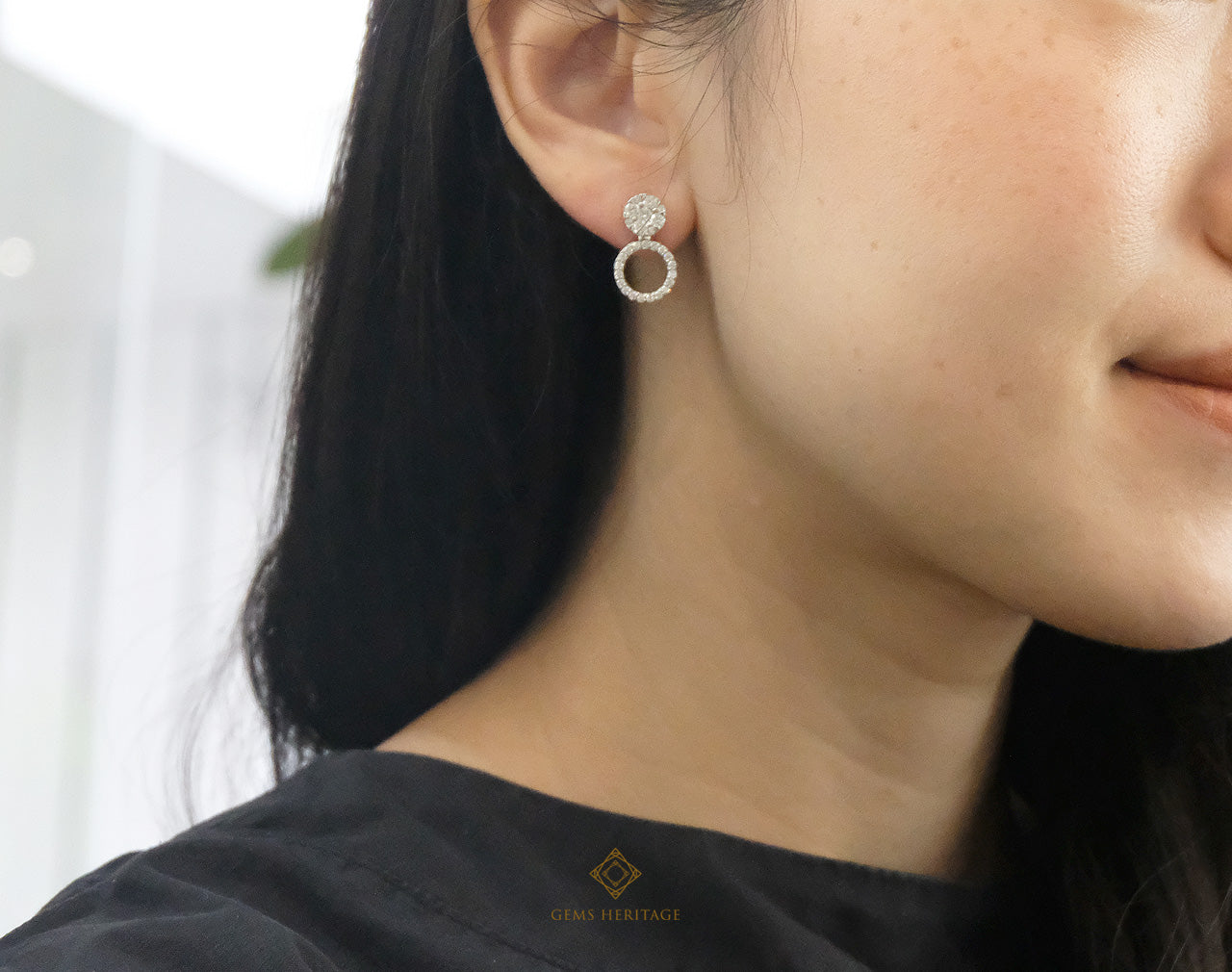Round illusion earring with adaptable drop dewn halo