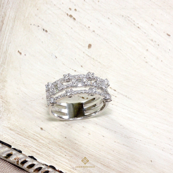 Three lines round alternate emerald illusion diamond ring