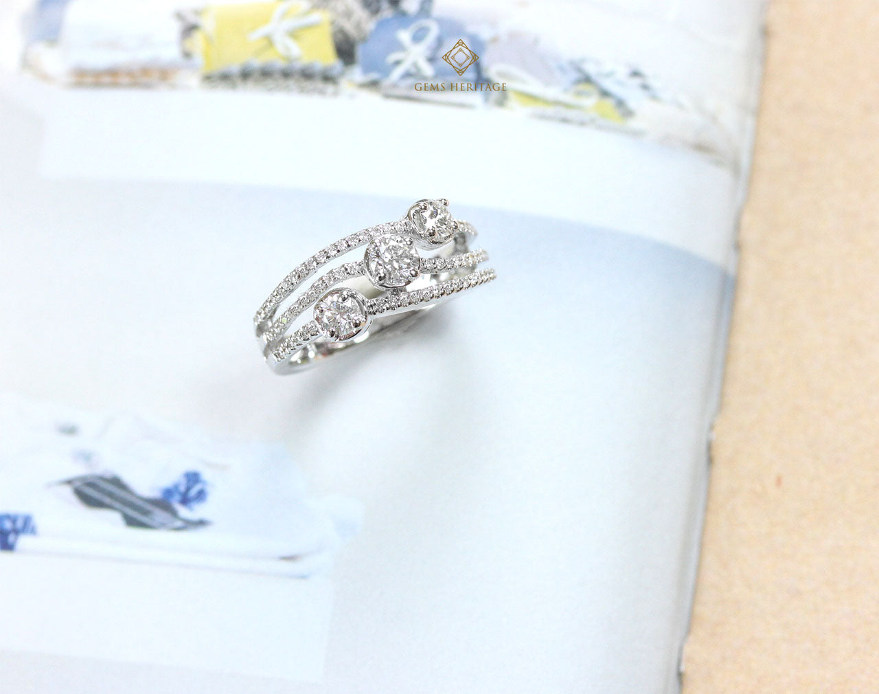 Three Diamond curve ring