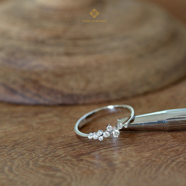 Scatter round brilliant diamond ring
