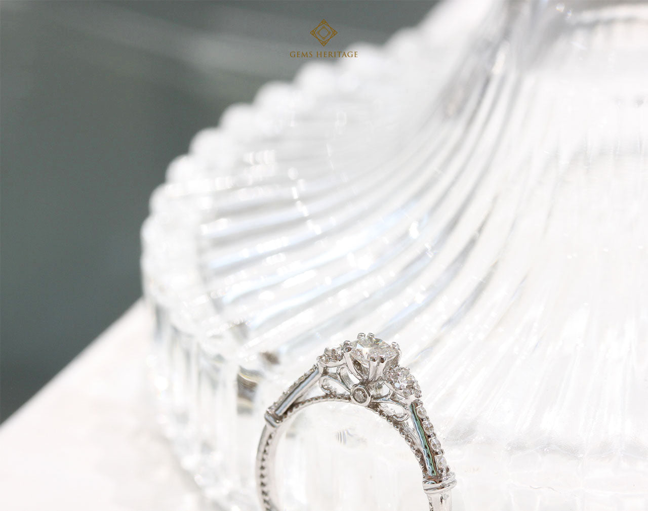 Fine vintage pattern diamond ring