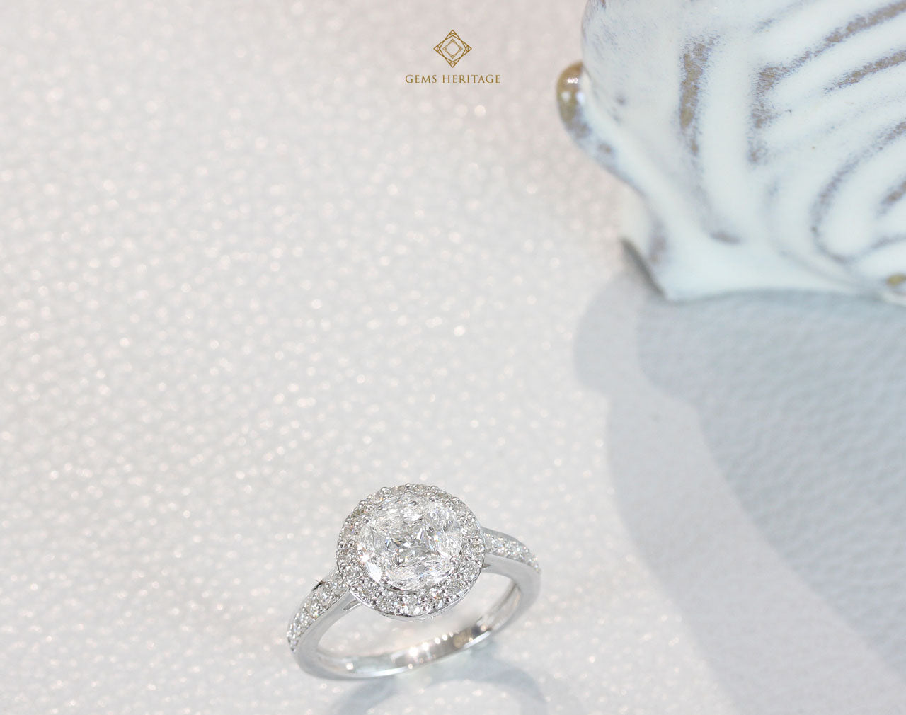 Round illusion halo diamond ring
