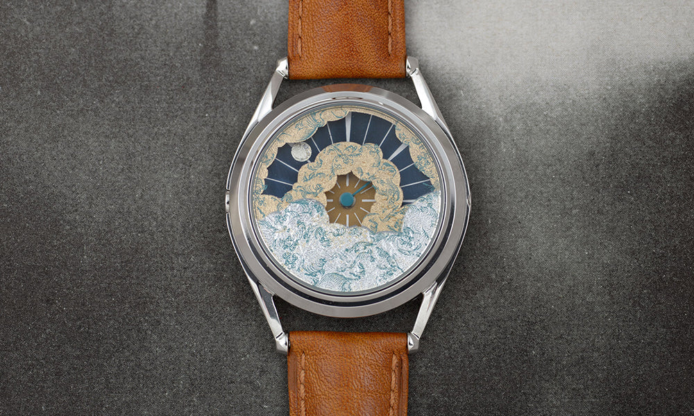 Nuage watch on silver background