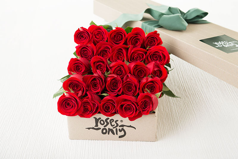 25 Red Roses Gift Box