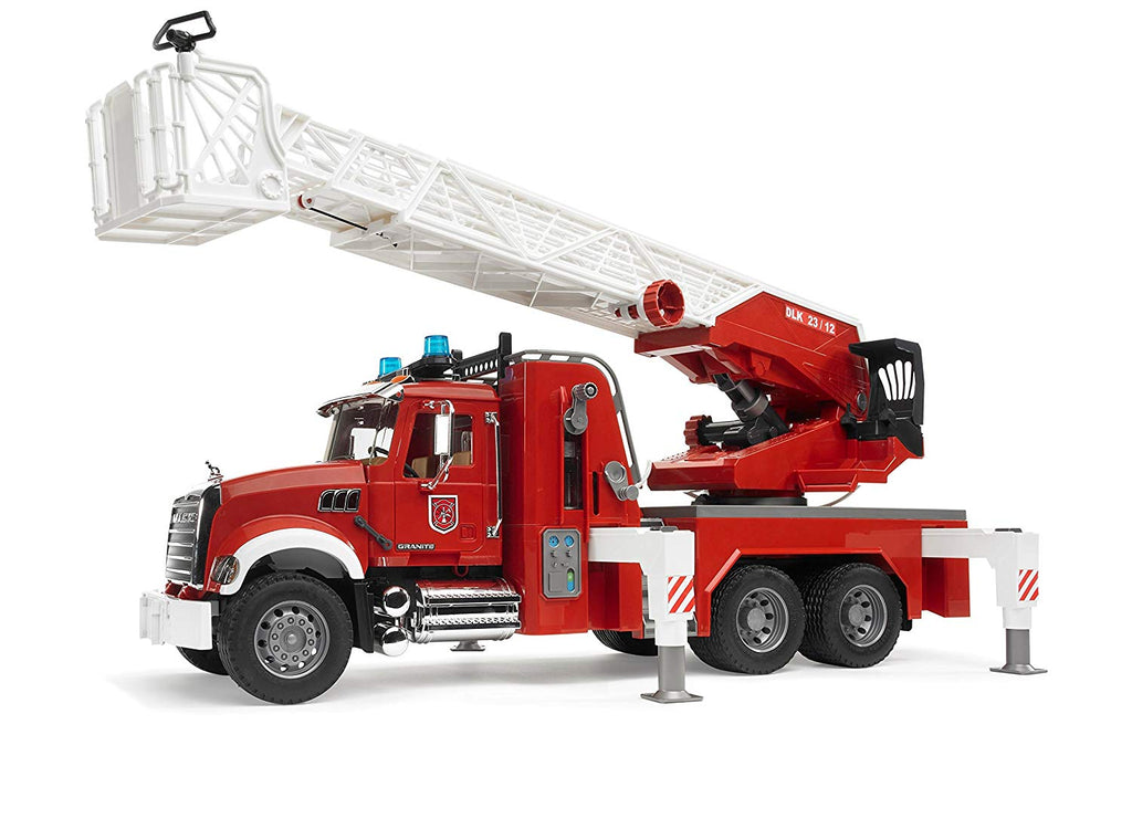 Bruder - 02821 | Emergency: MACK Granite Fire Engine With Water Pump