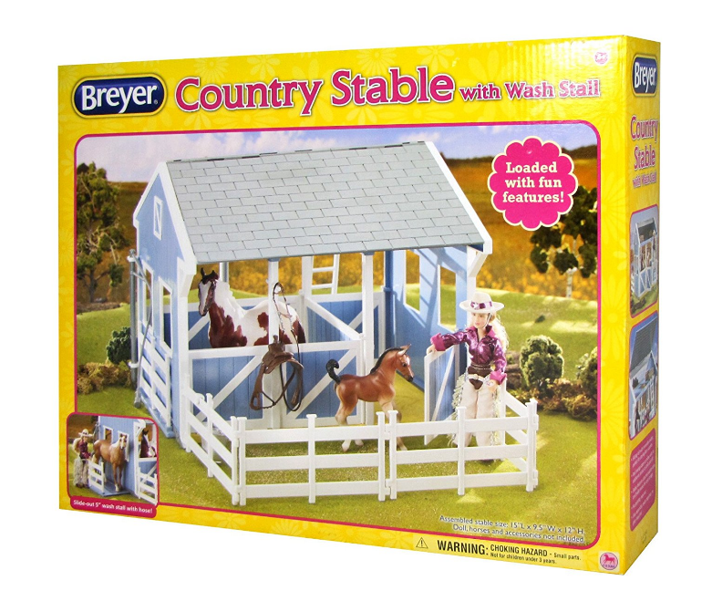 Breyer - 699 | Classics: Country Stable With Wash Stall