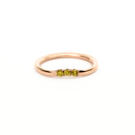 Anillo Curvo3 con 3 Diamantes Fancy en Oro 14K