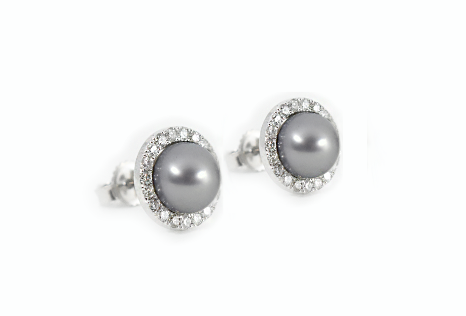 Bespoke Natural pearl and Diamonds earrings // Aretes de Perla Natural y Diamantes