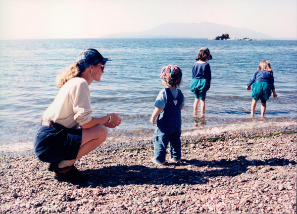 mom with 3 daughters on rocky PNW beach