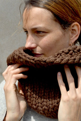 Color Blocked Chunky Infinity Scarf (Tight Fit) - Brown & White