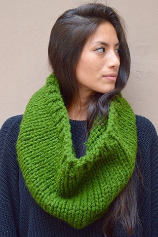 Color Blocked Chunky Infinity Scarf (Tight Fit) - Forest Green & White