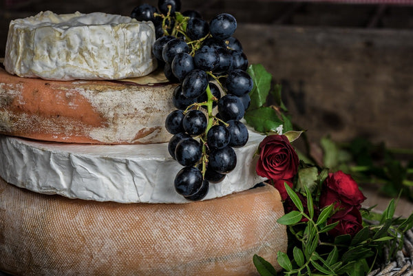 A gift to impress even the most skeptical! We collect the finest gourmet cheese from all over the world and deliver them right to your doorstep. Our cheese and fruit combo will tease and please your palate with different surprises each month.