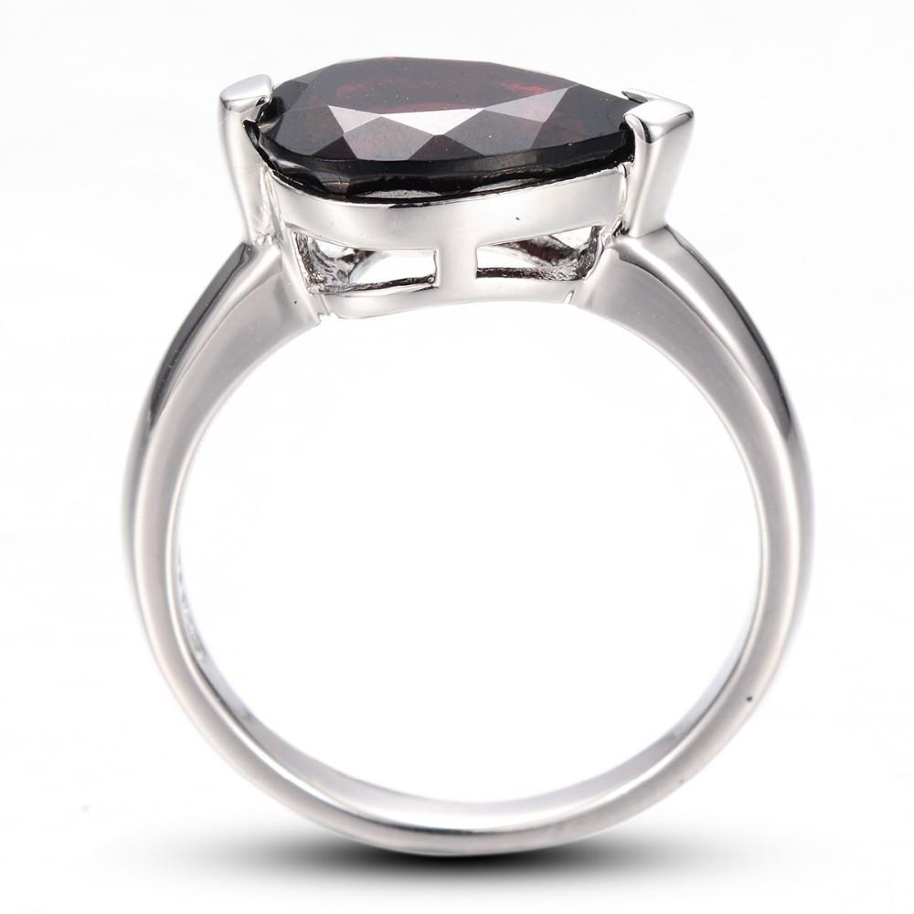 Darya Tear Black Garnet Ring