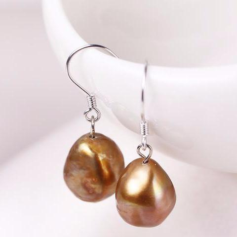 Charlotta White Pearl Drop Earring