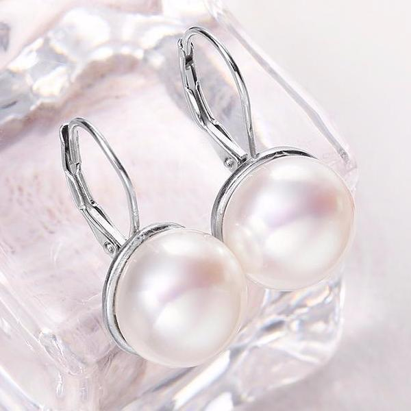 Charlita White Pearl Drop Earring