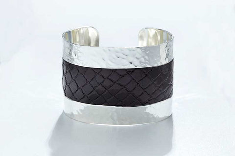 Arc Cuff - Hammered Silver - Alligator - Black