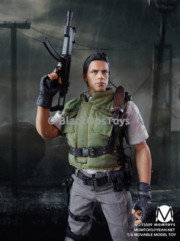 Mom Toys Zombie Hunter Resident Evil Chris Redfield STARS Mint In Box
