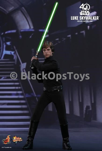 STAR WARS - Luke Skywalker - Ignited Lightsaber Blade in Motion
