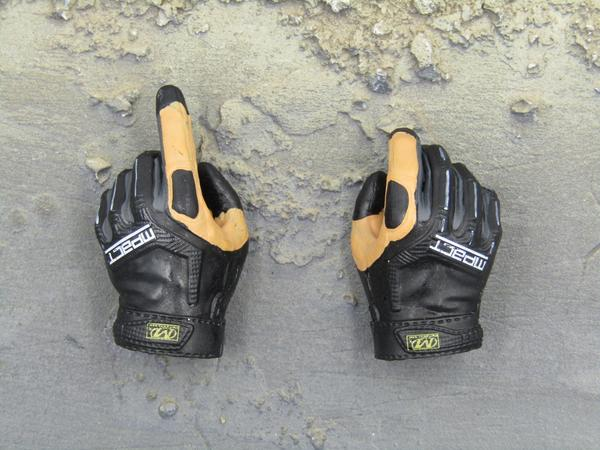 HALO NSWDG MFF Insertion - Gloved Hand Set