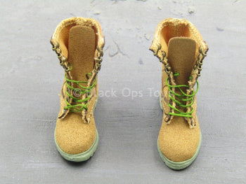 Female Soldier - Multicam - Tan & Green Boots (Foot Type)