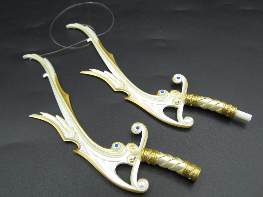 Elf Queen Emma - White & Gold Interchangeable Bow to Swords