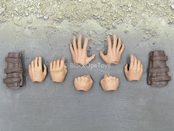 The Dark Knight Rises - Bane - Male Hand Set w/Brown Gloves