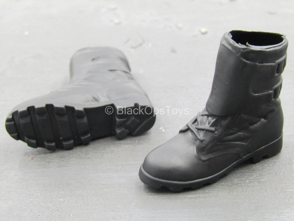 Female Outfit - Black Molded Boots (Foot Type)