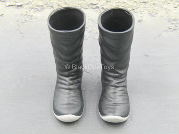 Black Molded Boots (Foot Type)