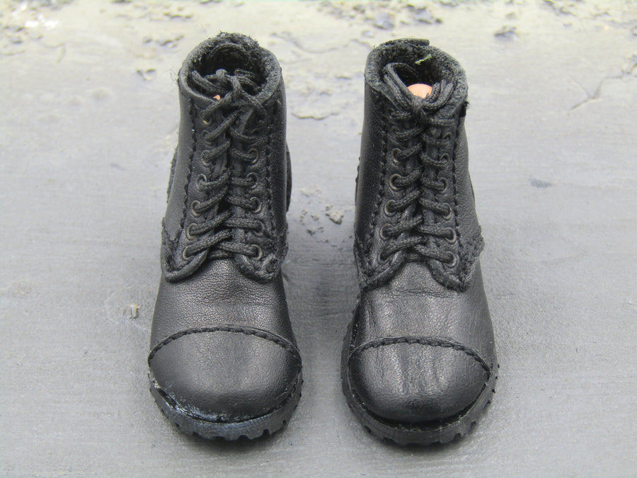 Black Combat Boots w/Green Gaiters (Peg Type)