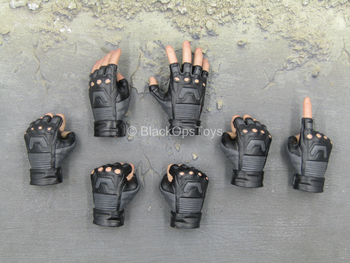 CAPTAIN AMERICA - Black Fingerless Gloved Hand Set