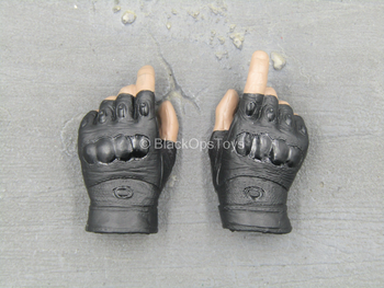 S.W.A.T. Commando - Male Fingerless Gloved Right Trigger Hand Set