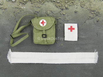 WWII - 18th Army - Medical Soldier - Green Medical Bag Set