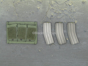 1st SFOD-D Group Gunner - 5.56 Magazines w/MOLLE Ammo Pouch