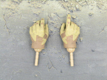 US Ranger RRRC Camo - Tan Gloved Hands (x2)