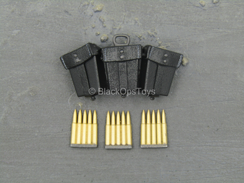 WWII - Soldat - German Army - Black Triple Cell Pouch w/Ammo Clip