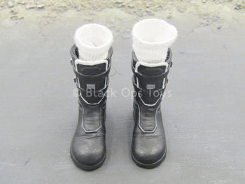 TOMB RAIDER - Laura Croft - Black Boots & White Socks (Foot Type)