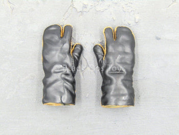U.S. Army - 10th Mountain Div. - Snow Gloved Hands